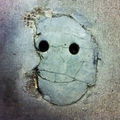 Concrete_smiley_face