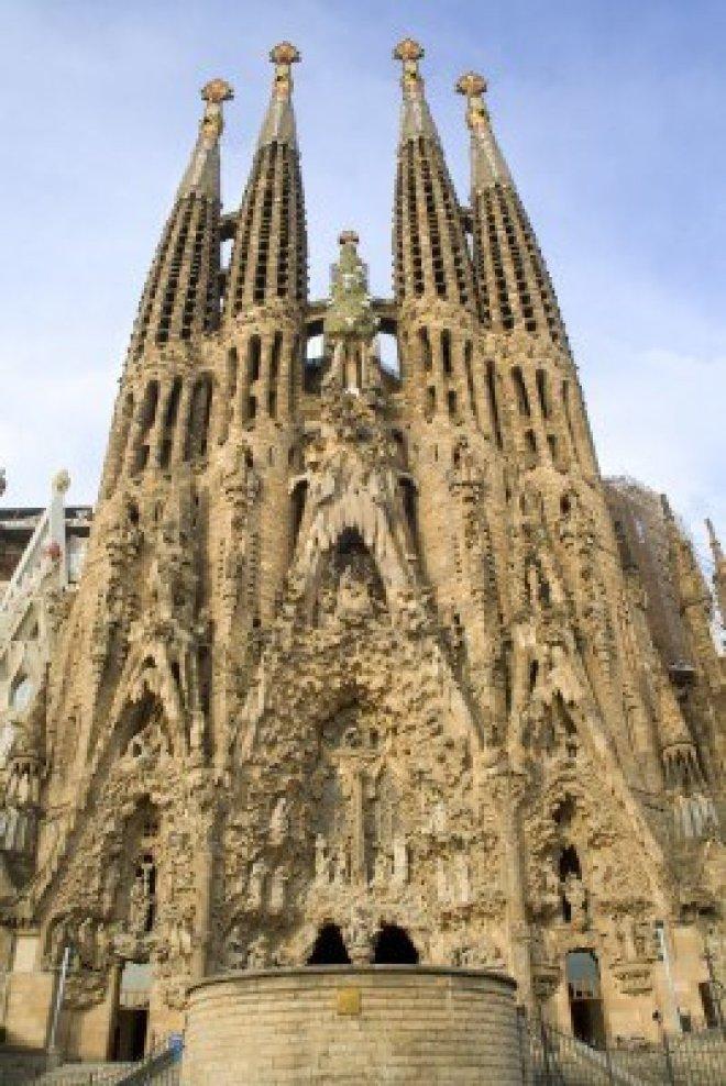 9697661-barcelone--cathedrale-sagrada-familia-de-la