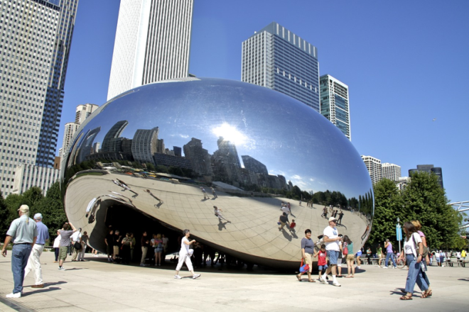 800px-Cloud_Gate_(blood_cell)_Chicago_sunny_in_front_of_skyscrapers