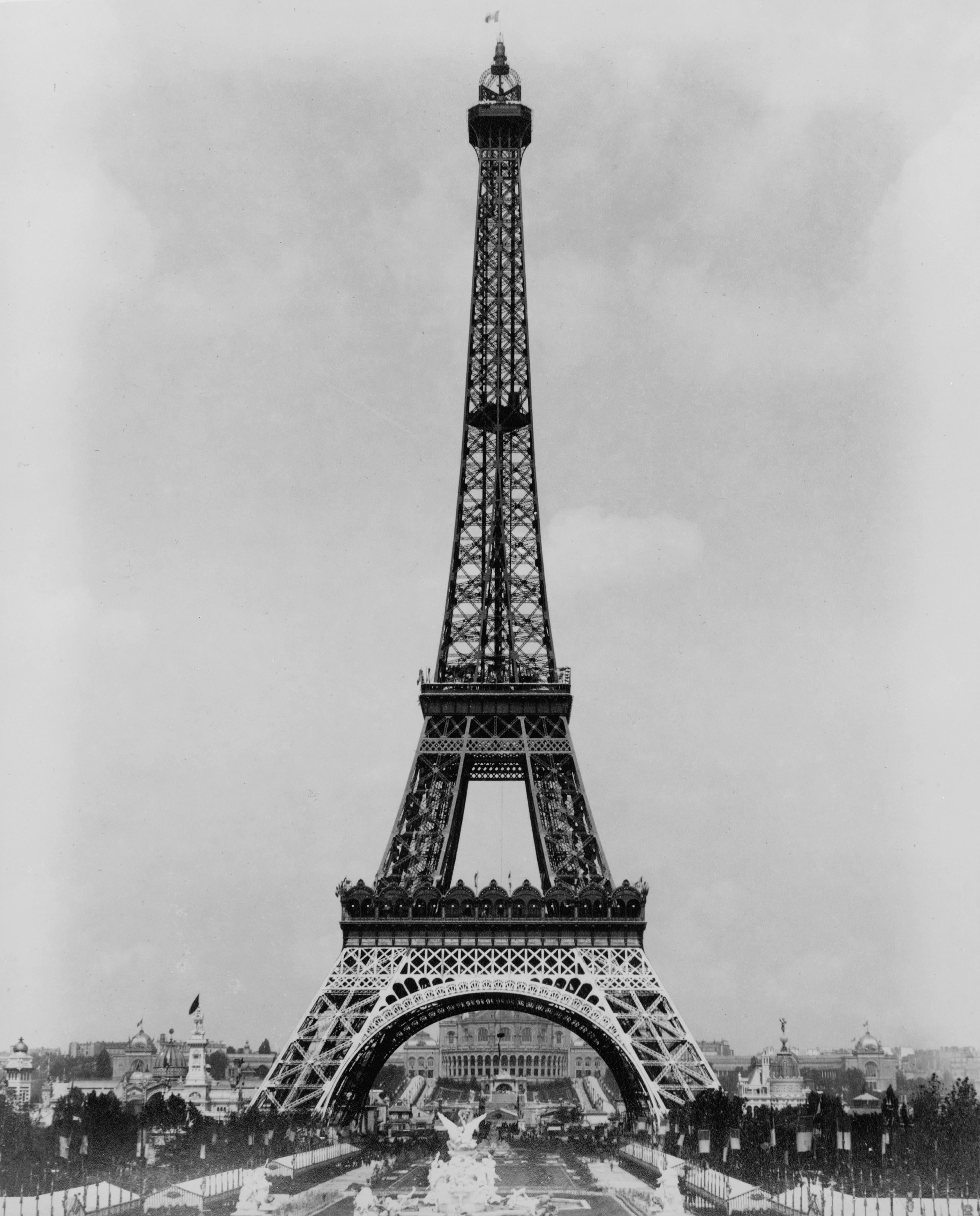 Une oeuvre une id e arts plastiques - Dimensions de la tour eiffel ...
