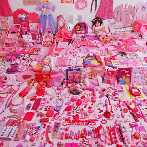 2006-Yoon Jeongmee, née 1969, SeoWoo-and-Her-Pink-Things, 2006_the pink and blue project, depuis 2005
