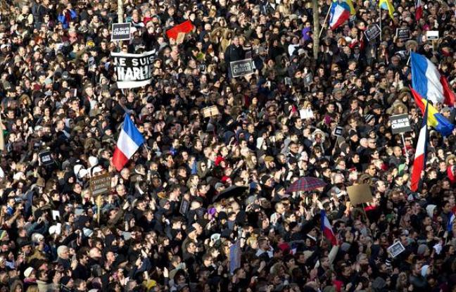 648x415_marche-republicaine-paris