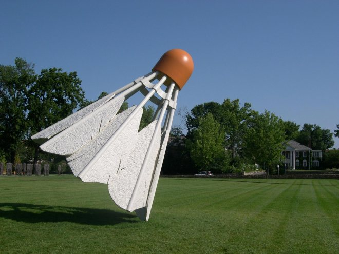 Claes-Oldenburg-Shuttlecocks-1994