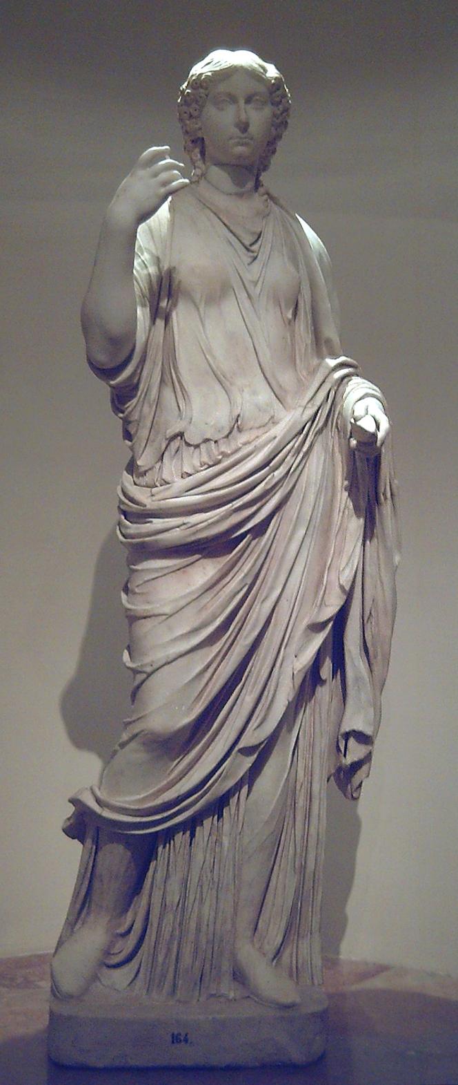 Estatua de una DAMA ROMANA DEL PERÍODO JULIO-CLAUDIO, en el Museo del Prado (Madrid, España), procedente de la Colección Real. Esculpida en mármol hacia 40 d.C. ------- Statue of a LADY FROM THE JULIO-CLAUDIAN PERIOD, at the Prado Museum (Madrid, Spain), from the Spanish Royal Collection. It was sculpted in marble circa 40 CE.