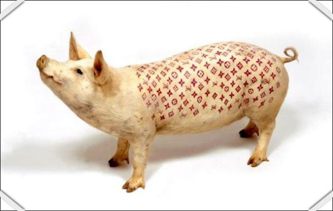 wim-delvoye-cochon-louis-vuitton