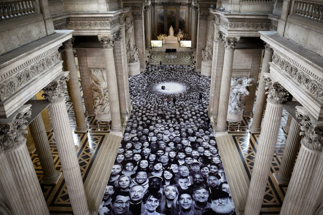 7772409590_le-photograffeur-jr-expose-au-pantheon-a-paris