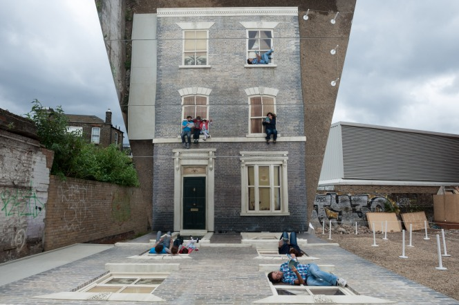 image-1-leandro-erlich-dalston-house-photo-by-gar-powell-evans-barbican-art-gallery-2013
