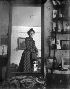 unidentified_woman_taking_her_own_photograph_using_a_mirror_and_a_box_camera_roughly_1900-236x300